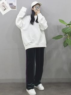 20 Tips for Who Want To Wear Business Casual Jeans Women Korean Girl Fashion, Korean Fashion Trends, Ulzzang Fashion, Korean Street Fashion, Korea Fashion, Asian Fashion, Fashion Styles, Kpop Fashion Outfits, Edgy Outfits
