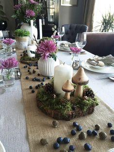 Konfirmasjonsbord dekket med inspirasjon fra naturen Wood Slices, Elegant Homes, Pine Cones, Rustic Wood, Christening, Decorating Your Home, Tablescapes, Natural, Table Settings