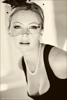Woman, veil, b/w, pearls.