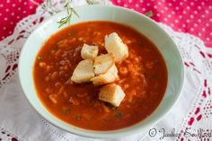 Vegane Tomaten-Reissuppe mit scharfer Paprika