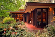 25 Frank Lloyd Wright Architecture Frank Lloyd Wright Architecture) design ideas and photos Casas De Frank Lloyd Wright, Frank Lloyd Wright Style, Frank Lloyd Wright Buildings, Organic Architecture, Amazing Architecture, Architecture Design, Pavilion Architecture, Residential Architecture, Contemporary Architecture