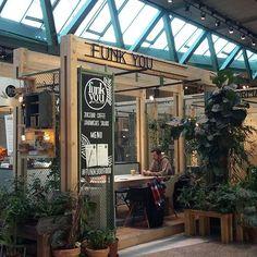 #NKsays Heute habe ich mal in der Mittagspause das @funkyounaturalfood im Biniki Berlin ausprobiert. Hier gibt es leckere Sandwiches, Salate und vor allem tolle Smoothies #berlinstagram #kiezcouture #bikiniberlin #charlottenburg #mittagspause #gesundesessen #wheninberlin #berlin4you #berlin2go #berlinfoodguide #foodie #foodies #foodiesberlin #architecture #berlin #funkyounaturalfood #superfood