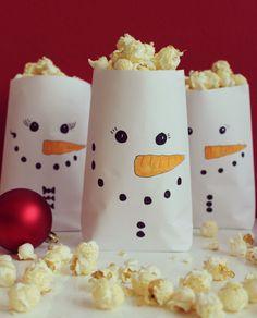Weihnachtsfilme und Popcorn Schneemänner | perfekt für einen Frozen Kinoabend!