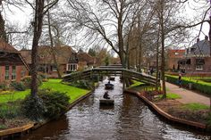 Find cheap flights to the Netherlands for less by clicking on the picture.