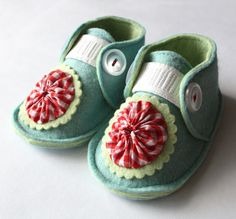 baby shoes ~ these are such sweet little shoes
