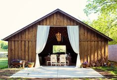 What a gorgeous venue! The Barn is located in Zionsville, Indiana.