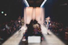 O FFW tem um parceiro novo na edição Inverno 2016 do São Paulo Fashion Week: o coletivo de fotógrafos I Hate Flash . Os integrantes passarão a semana pelos corredores, backstages e salas de desfile captando imagens do evento, sempre coma identidade transgressora, o olhar diferente e, claro, sem flash que fizeram a fama do coletivo. Clique na galeria para ver as fotosdesta segunda-feira (19.10).
