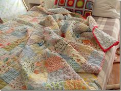 faded summer quilt. http://cozymadethings.blogspot.ca/2012/07/faded-summer-quilt.html