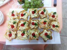salada de camarão em casquinha de pastel