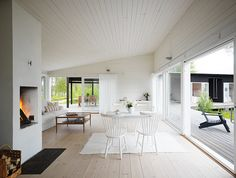 Deck continuing the interior. Photo: Mathias Nero Architecture: Maria Masgård.