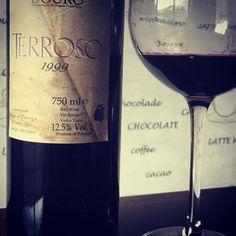 Chhers. Terroso 1999 Douro. #wine #wines #winestagram #winelover #winelovers #winetime #winetasting #wineaddict #instawine #instafood #instagood #glassofwine #vin #vino #vinho #vinhotinto #vinhosdeportugal #douro #dourovalley #wineporn #lunch #lunchtime by armando_j._sousa