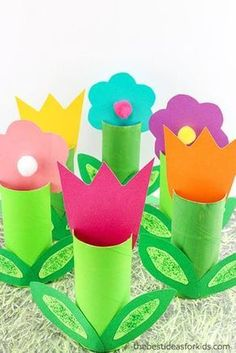 Toilet Paper Roll Flower Craft - these are the perfect Spring craft! Toilet Paper Roll Crafts Spring crafts Flower crafts Kids crafts Construction Paper Crafts via /bestideaskids/ Flower Crafts Kids, Spring Crafts For Kids, Halloween Crafts For Kids, Crafts To Do, Easter Crafts, Diy For Kids, Craft Flowers, Kids Crafts Diy Easy, Kids Garden Crafts