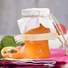 Der Eierlikör macht die Aprikosenkonfitüre sämig und bringt ein interessantes Aroma.