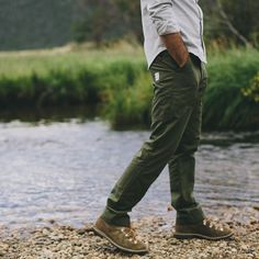 Story  Your all-purpose adventure pant.  Topo designed the Mountain Pants for a trim fit that keeps you looking good in town, but are just loose enough to ensure stellar outdoor performance. They're build just right for the trail, traveling the world, or hanging around home base. Features  Large top-stitched front pockets Reinforced stress point stitching Large rear pockets with inner zip wallet pocket Key clip loops Adjustable waist belt  Materials   100% Ripstop Cotton  Sizing   Small…
