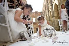 Flowers girls in San Galgano Abbey photo by Andrea Pitti wedding planner Simona Coltellini Above&Beyond