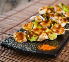 Holt euch jetzt den japanischen Snack nach Hause! Wir zeigen euch, wie ihr die Yakitori Fleischspieße selbst zubereiten könnt!