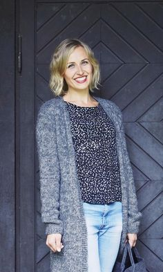 Pitkä neuletakki – katso ohje   Meillä kotona Knitting Patterns, Knit Crochet, Blouse, Womens Fashion, Inspiration, Tops, Crochet Ideas, Knits, Crocheting