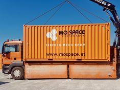 Mit dem einzigartigen Home- und Bringservice von MO.SPACE ersparst du dir viel Zeit und Arbeit. So bequem und einfach funktioniert es:  ✔️ Benötigte Größe des Containers auswählen ✔️ Lieferung des ausgewählten Containers nach Hause oder zu deiner Firma ✔️ Be- und Entladung des Containers durch dich oder durch unsere Spezialisten ✔️ Wir bringen den beladenen Container zur Lagerung auf unseren Selfstorage-Terminal in Bruck a. d. Leitha ✔️ 24 Stunden Zutritt Bratislava, Terminal, Trucks, Simple, Moving Boxes, Storage Room, Wrapping, Truck, Cars