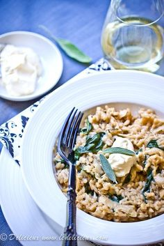 Coarsely grated parsnip gives a nutty and lovely flavour to this Parsnip Risotto recipe. Baby spinach gave a burst of fresh colour to the pale creaminess. Topped with sage and mascarpone, you just have to give this risotto recipe a try. #risotto #parsnip #sage #vegetarian Vegetarian Recipes Dinner, Veggie Recipes, Dinner Recipes, Vegetarian Food, Quick Recipes, Healthy Recipes, Mascarpone Recipes, Clean Eating, Healthy Eating