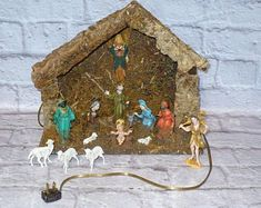 Artículos similares a Needle Felted- ESSENTIAL Nativity set- Holy family- Blue Holy family-Mary and Joseph-Wise men-Waldorf- Ornament- Baby Jesus-Christmas en Etsy Christmas Jesus, Family Christmas, Kids Cooking Set, Black Shelves, Baby Ornaments, Needle Felted, Halloween Stickers, Holy Family, Light Up