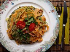 Wenn ein schnelles Mittagessen auch noch so lecker aussieht wie bei Isabel, ist alles in Butter! Bandnudeln mit Avocadocreme und Petersilie. http://ohlovelylife.blogspot.de/2013/03/vegan-wednesday-31.html