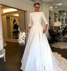 Most up-to-date Screen Bridal Dresses classic Tips Whether you're thinking of the wedding dress due to the fact you were 5 in addition to have in min dresses hijab bride beautiful Plain Wedding Dress, Western Wedding Dresses, Classic Wedding Dress, Modest Wedding Dresses, Bride Dress Simple, Prom Dresses, Cheap Bridal Dresses, Bridal Gowns, Wedding Gowns