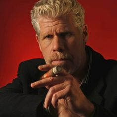 I already fell for him in SOA but in The Hand of God's Purnell makes me totally weak... Ron Perlman (Hellboy, Sons of Anarchy) : cooler with old age.