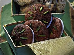 Köstliche Lebkuchen in der Weihnachtszeit sind ein Muss. Mit unserem Rezept wird es richtig weihnachtlich in Ihrem Magen. www.fuersie.de/kochen/backrezepte/artikel/weihnachtliches-lebkuchen-rezept