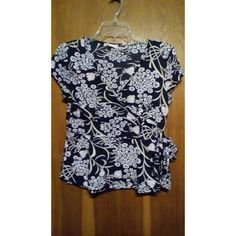 Ladies short sleeve top Charlotte russe size large top  never been worn  Smoke free home Charlotte Russe Tops Blouses