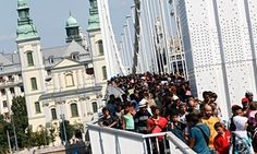 Migrants cross the Erzsebet bridge in Budapest, Hungary, 04 September 2015. Several thousand migrants left the Keleti station this afternoon heading for Germany on foot.