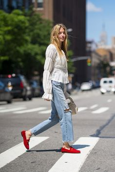 Cute Casual Spring Outfit by Martha Hunt. Fashion Inspiration Sweet casual spring outfit by Martha Hunt. Size 12 Fashion, Look Fashion, Cheap Fashion, Fashion Fashion, Trendy Fashion, Spring Fashion, Thom Browne, Mode Outfits, Fashion Outfits