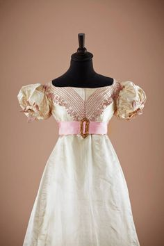 Historical Accuracy Reincarnated - fripperiesandfobs: Evening dress, early 1820's ...