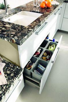 Da eine Granit Arbeitsplatte meist sehr dominant wirkt, ist die richtige Farbauswahl bedeutend - hier Marinace Gold.  http://www.werk3-cs.de/granit-arbeitsplatten-eindrucksvolle-granit-arbeitsplatten