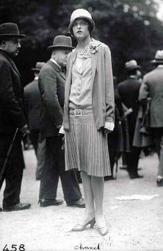 Coco Chanel a Parigi - 1926 gonne plissettate o pieghe piatte facevano parte del suo guardaroba