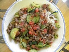 Sauteed ground beef over shirataki noodles HCG Phase 2 Ground Beef Onion, Garlic, Chopped Tomatoes, Zucchini, Bell Pepper. Healthy Recipes For Weight Loss, Healthy Foods To Eat, Beef Recipes, Low Carb Recipes, Healthy Eating, Cooking Recipes, Diet Foods, Hcg Meals