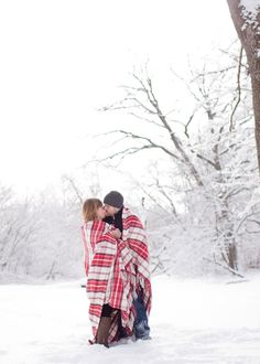 Rachel Ann Photography | Bride Meets Wedding | Snowy engagement session