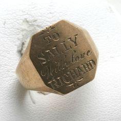Sweet gold signet ring