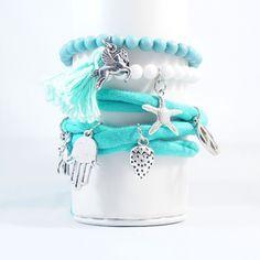 Hippe armbandjes gemaakt van blauwe en witte kralen. www.dolceza.nl