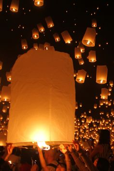 Floating lantern festival, Mae Jo Chiang Mai, Thailand This is so beautiful! Would LOVE to be there