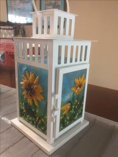 Designed by Annie Dotzauer, this lantern has a sunflower theme. With various sunflower scenes on all four sides. Ikea Lanterns, Glass Lanterns, Garden Lanterns, Glass Lamps, Lanterns Decor, Stained Glass Crafts, Fused Glass Art, Mosaic Glass, Glass Picture Frames