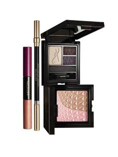 Let your beauty reach beyond the stars. Shimmering accents create a bright cosmic look in the new GALAXY COLLECTION. Illuminate your look with moonlit mineral browns for eyes and aurora pink beige for cheeks. Finish with lunar lips that shine. ARTISTRY™ GALAXY COLLECTION goes beyond to create your  most radiant celestial beauty.