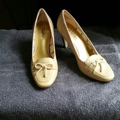 """Jones NY cream colored shoes These are size 7 Jones NY cream 3"""" wooden design heels. They have only been worn once w the wear visible only on the leather sole.    I'm definitely open to best offers. Thanks for stopping by and take care. Jones New York Shoes"""