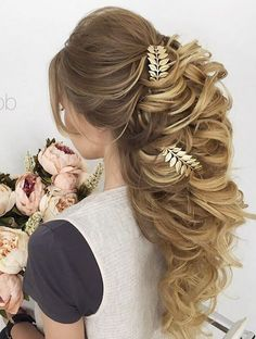 Long Wedding Hairstyles & Bridal Updos via Elstile / http://www.deerpearlflowers.com/long-bridesmaid-hair-bridal-hairstyles/5/