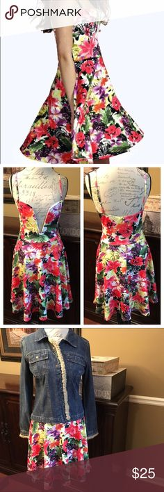 BooHoo Floral Maisie Plunge Skater Dress, Size 8 BooHoo Floral Maisie Plunge Skater Dress, Size 8  Super cute and brand new!!! Wear this with a jean jacket or blazer for fall. 🍂🍁Measures 35.5 inches from shoulder to hem. It would be a great gift for the upcoming holiday season. 🎁🎁 Boohoo Dresses