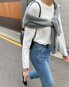 Fall Weekend Outfit Inspiration — Gray Sweater Tied Over The Shoulder, White T. - Fall Weekend Outfit Inspiration — Gray Sweater Tied Over The Shoulder, White Tee, Jeans, Black Mules Source by - Mode Outfits, Casual Outfits, Fashion Outfits, Fashion Tips, Fashion Quotes, Fashion History, Fashion Ideas, Fashion Trends, Minimalist Outfit