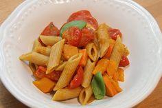 Sekundentakt: Nudeln mit Tomaten und Kürbis