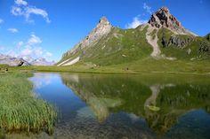 A l'ombre des sommets de légende ou au bord d'un lac d'altitude, les Alpes du Nord vous invitent à randonner dans un écrin de beauté. Laissez-vous séduire par les charmes et les curiosités géographiques qui la composent... 9 points de vue pour vous ensorceler !