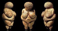 ** Venus de Willendorf. Piedra Caliza. Bulto redondo o Exenta. Estatua Erguida -1