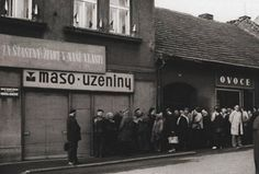 Socialismus - are they queing for liver (L) or oranges(R)? Bratislava, Socialism, Cold War, Czech Republic, Prague, Good People, Old Photos, Photo Art, Europe