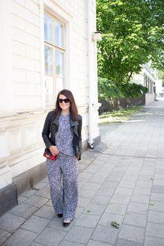 Marimekko Datsa print / black & white / monochrome suit Marimekko, Monochrome, Jumpsuit, Suits, Black And White, Dresses, Fashion, Overalls, Vestidos